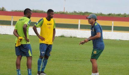 Saldanha ajusta equipe para enfrentar o São José