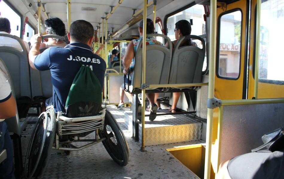 Resultado de imagem para deficiente fisico transporte publico