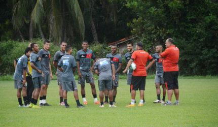 O amistoso acontece nesta tarde no Estádio Costa Rodrigues