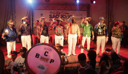 'Encontro de Gigantes' reúne Cantadores no São João