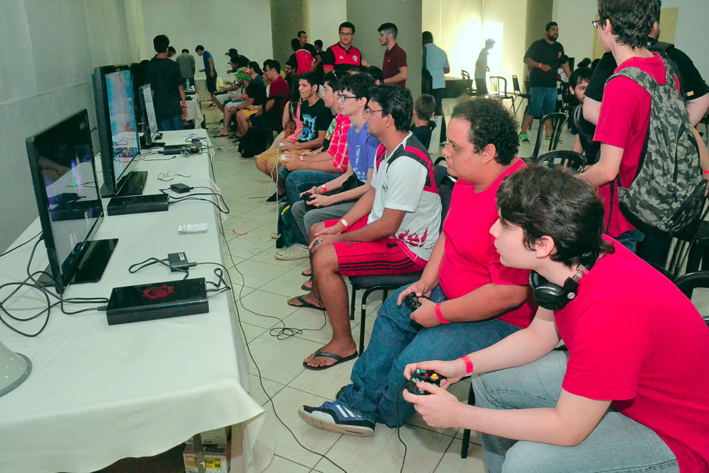 O evento conta com diversas atividades simultâneas destinadas aos jogadores das mais diferentes plataformas a exemplo computadores, vídeo games, card games, jogos de tabuleiro, dentre outros.