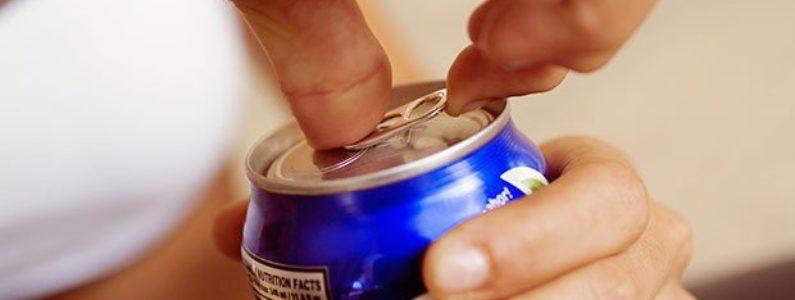 Especialista aponta os cuidados com a ingestão de bebidas energéticas
