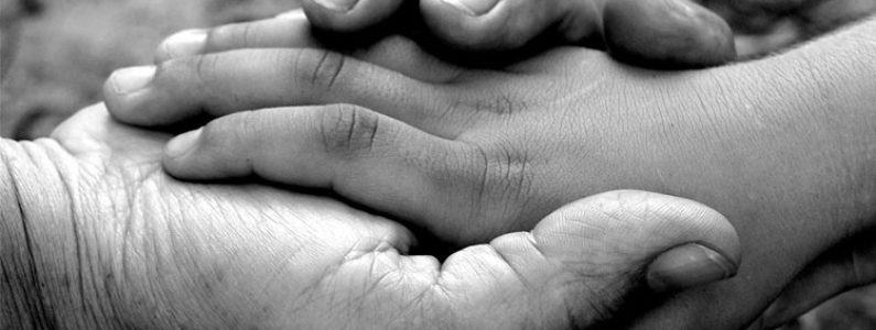 Como as religiões ensinam a prática da caridade?