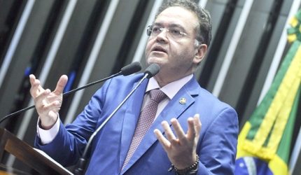 Roberto Rocha quer 50% dos investimentos para telefonia móvel no Norte-Nordeste