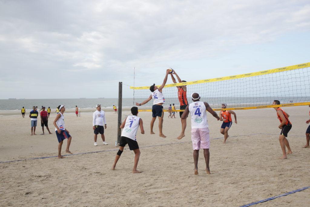Praia de São Marcos recebe torneios e esportes radicais | O Imparcial
