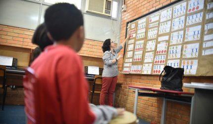 Estados e municípios recebem R$ 932 milhões do salário-educação