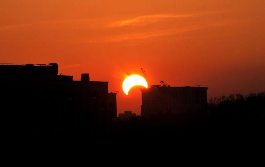 O eclipse poderá ser observado por volta das 16h.