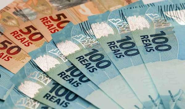 Desde 2006, o governo antecipa a primeira parcela do décimo terceiro salário dos aposentados e pensionistas na folha de agosto.