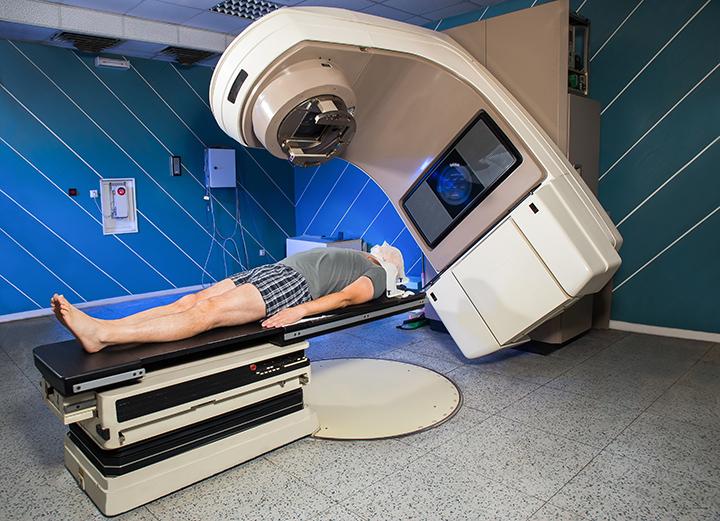 Anualmente são realizados no HCAB mais de 220 mil atendimentos, 4.714 cirurgias, 31.612 quimioterapias e 5.711 sessões de radioterapia.