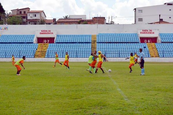 Nesta quinta-feira (24), 30 internos foram ao Estádio Nhozinho Santos e participaram de um amistoso de futebol em uma das principais arenas esportivas da capital maranhense.