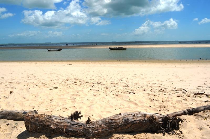 Resultado de imagem para praia do mangue seco maranhão