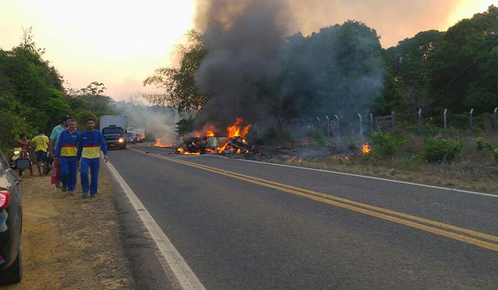 Todos os ocupantes do veículo Gol morreram. No Prisma, quatro vieram a óbito e um foi encaminhado em estado grave para o hospital.
