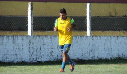 Sampaio prioriza renovação de Felipe Marques