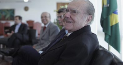 José Sarney é internado em hospital em Brasília
