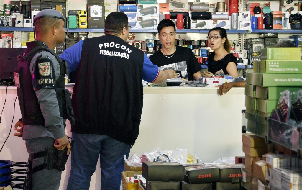 Operação autua 12 lojas por sonegação de impostos  28d89072853