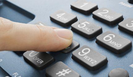 Voluntários prestam assistência emocional via telefone