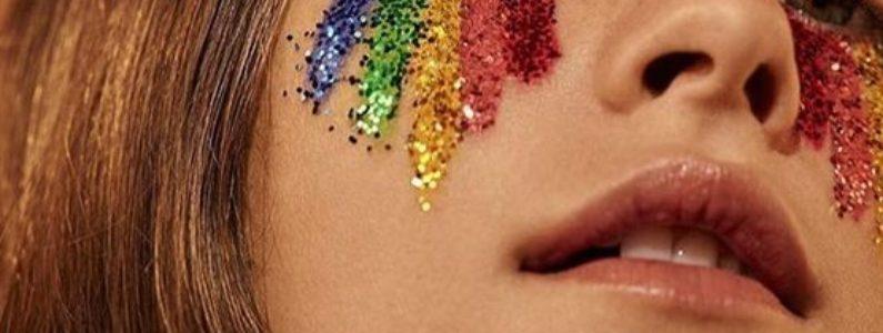 Maquiagem com glitter para o Carnaval: dicas e 12 fotos para se inspirar
