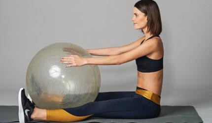 Aprenda cinco exercícios que ajudam a alinhar o corpo