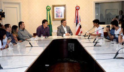 Flávio Dino recebe jovens do programa Educa Mais