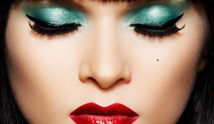 Excesso de maquiagem pode causar problemas na saúde
