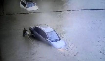 Carros boiando e ruas alagadas: veja os estragos da chuva na manhã de hoje