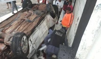 Carro capota na Curva do 90 e deixa aspirante a oficial da PM gravemente ferido