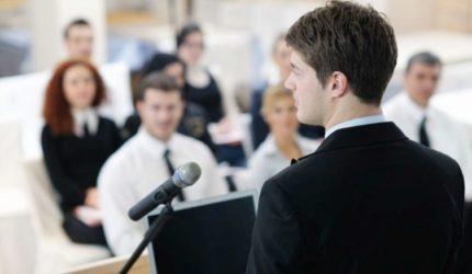 Couch apresenta treinamento de como melhorar oratória