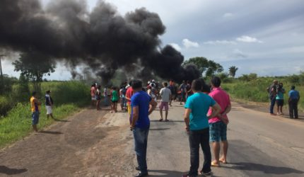 Interdição da BR 135 próximo a São Mateus do Maranhão