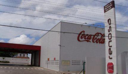 Coca-Cola deve ressarcir cliente que passou mal após beber refrigerante
