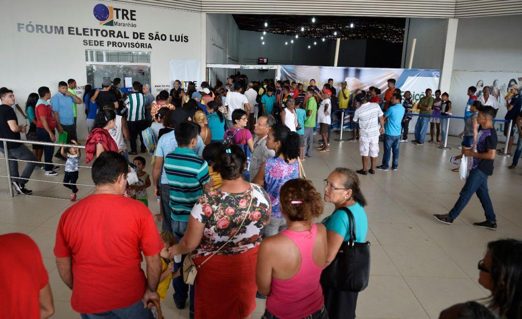 Eleitores lotam forum eleitoral de sao luis para regularizacao eleitoral3