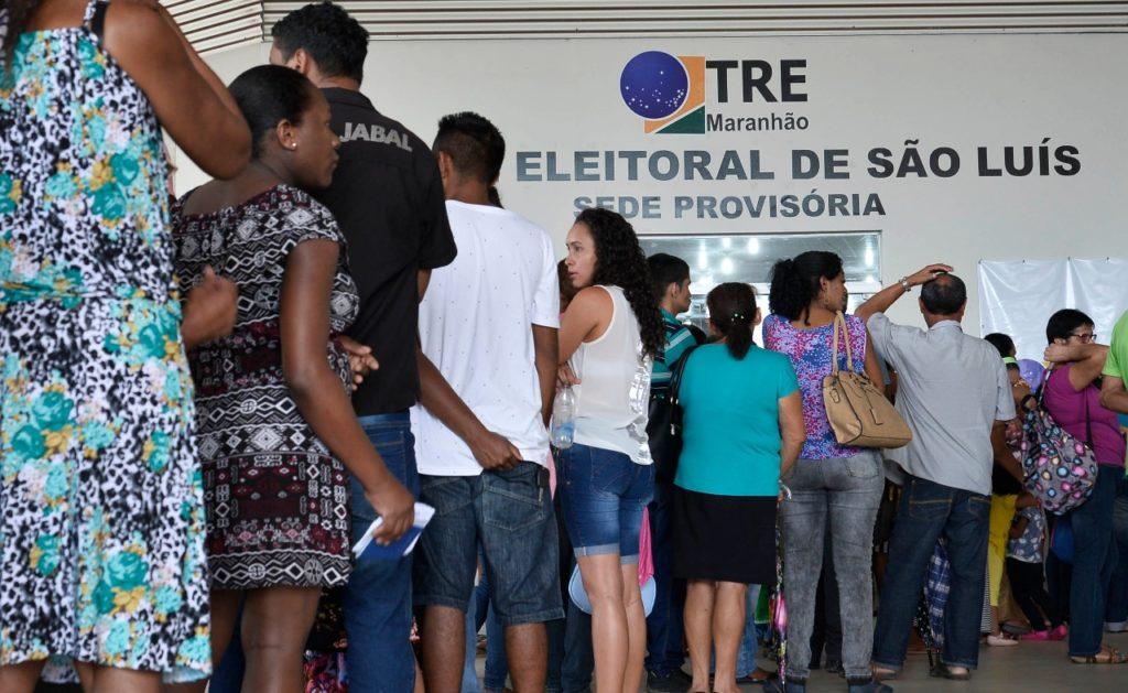Eleitores lotam forum eleitoral de sao luis para regularizacao eleitoral 7