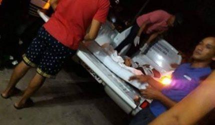 Pacientes são transportados em carroceria de caminhonete
