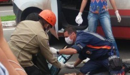 Mulher cai de ônibus na UFMA e morre atropelada