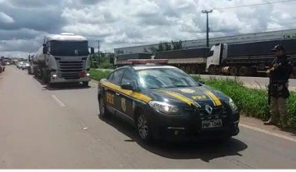 PRF escolta mais 200 veículos de carga em um único dia no Maranhão