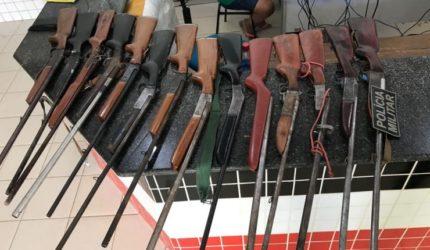 14 espingardas são apreendidas em fábrica clandestina