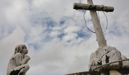 A macabra arte funerária do centenário Cemitério do Gavião