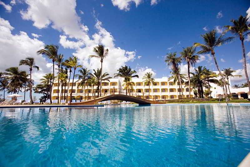 1c4dbc12c9 O resort localizando na Praia do Calhau é uma das opções para quem desejar  curtir o dia