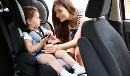 Uso da cadeirinha no transporte de crianças pode evitar lesões e até morte