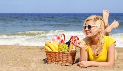 Lanches saudáveis e práticos para curtir as férias na praia!
