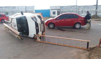 Carro que presta serviço para Cemar se envolve em acidente