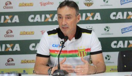 Presidente do Sampaio anuncia saída de Roberto Fonseca do time
