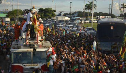 Torcida do Sampaio celebra título do Nordestão com carreata
