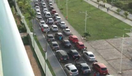 Apresentação da Esquadrilha da Fumaça congestiona o trânsito