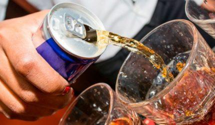 Mistura perigosa: energético e bebida alcoólica fazem mal para o coração