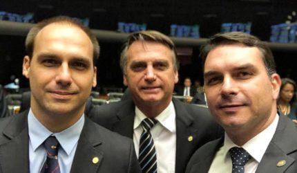 Policiais presos por extorsão atuavam na campanha do filho de Bolsonaro