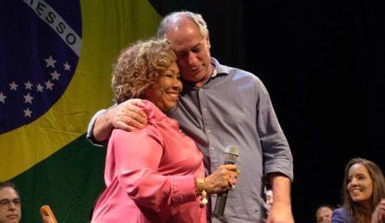 Alcione canta para a família Sarney e vota em Ciro Gomes