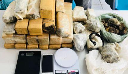 Operação policial apreende 35kg de maconha
