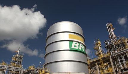 Petrobras anuncia redução no preço da gasolina nas refinarias