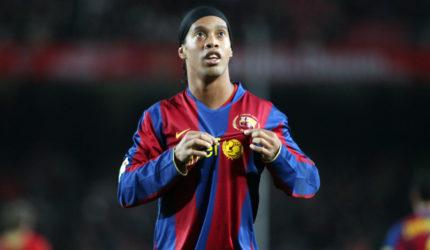 Ronaldinho é afastado de eventos do Barcelona por apoio a Bolsonaro