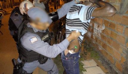 Acusado de tráfico de drogas é preso no Alto do Calhau